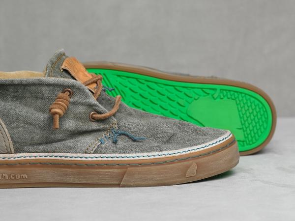 кроссовки со знаком кенгуру